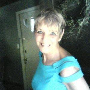 60 jarige op zoek naar een liefdevolle humoristische partner.
